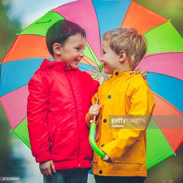 Ragazzini a pioggia