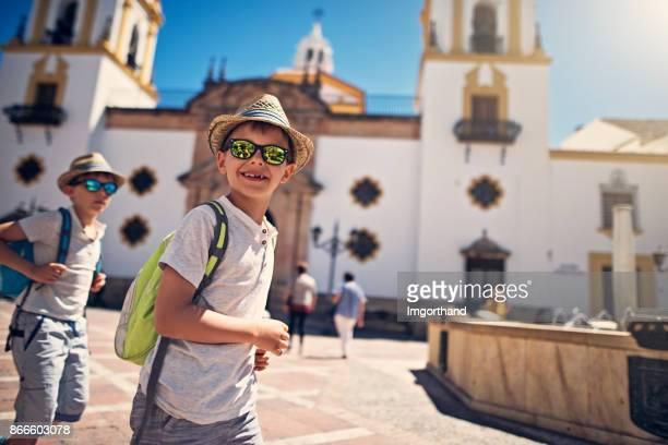 chicos, turismo ronda, españa - ronda fotografías e imágenes de stock