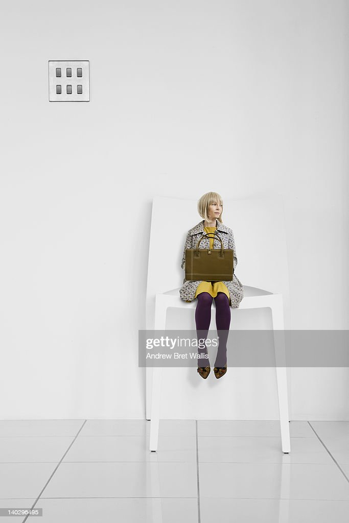 Little businesswoman waits in a giant office chair : Foto de stock