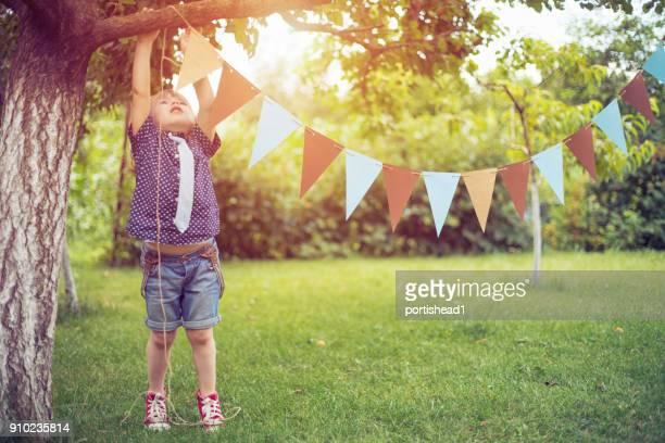Klein kind een partij evenement voorbereid