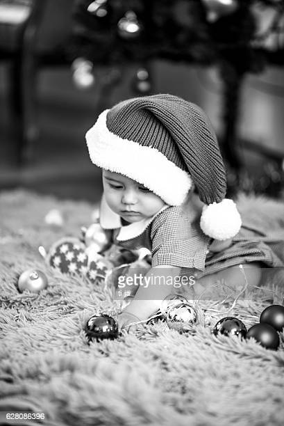 little christmas baby - noel noir et blanc photos et images de collection