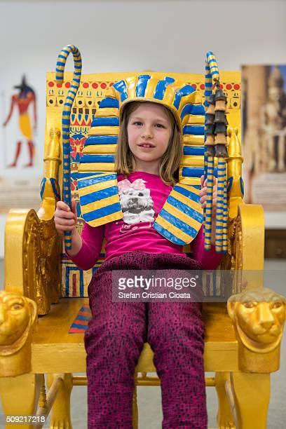 little cleopatra - antico egitto foto e immagini stock