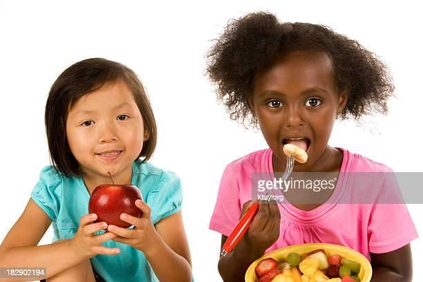 Piccoli amici a mangiare in modo sano