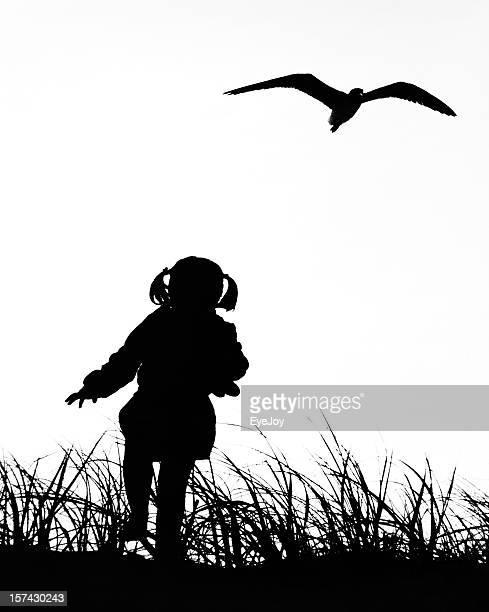 Kleines Mädchen mit Möwe