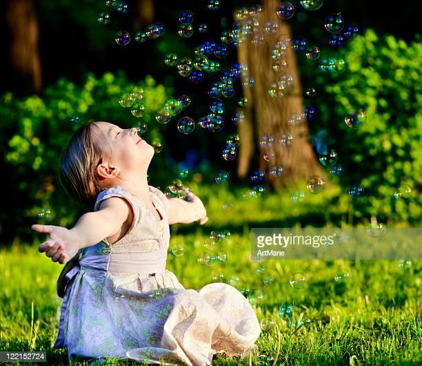 少女と石鹸の泡