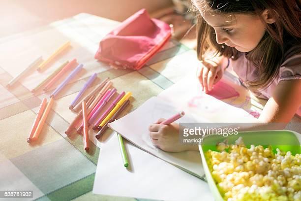 Petite fille à colorier