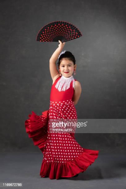 petite fille dansant flamenco - flamenco photos et images de collection