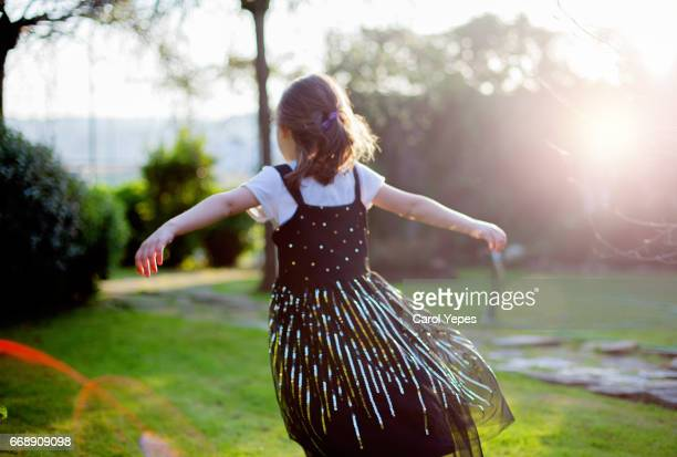 little girl dancing in sunlight. - royalty free images no watermark photos et images de collection