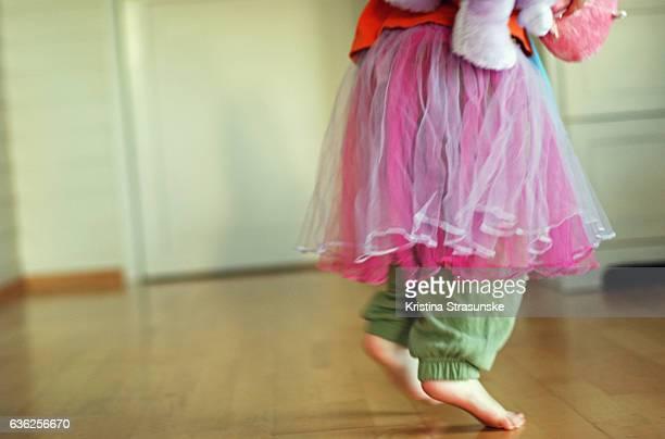 little girl dancing with a teddy bear - dancing bear photos et images de collection