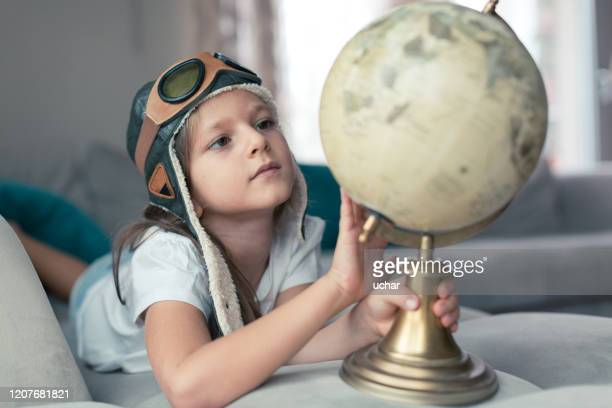 little girl examines the map - reportaje imágenes stock pictures, royalty-free photos & images