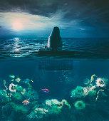 海に浮かぶ少女