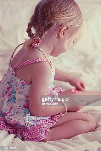 Little girl, hearts