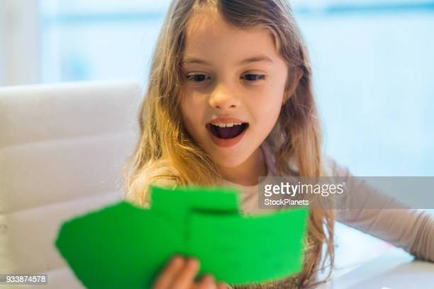 little girl holding christmas cards - cartolina di auguri foto e immagini stock