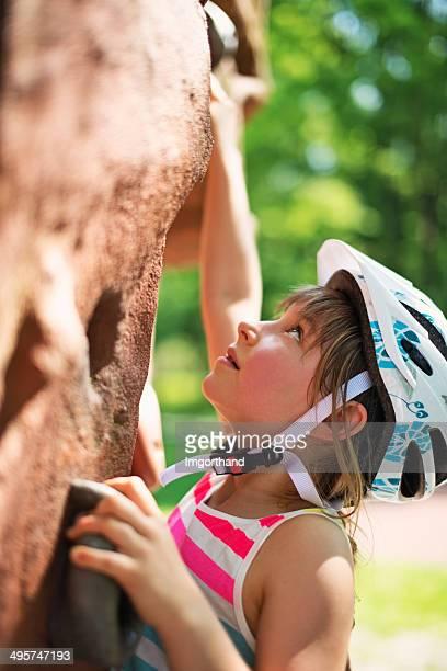 Kleines Mädchen in den adventure park