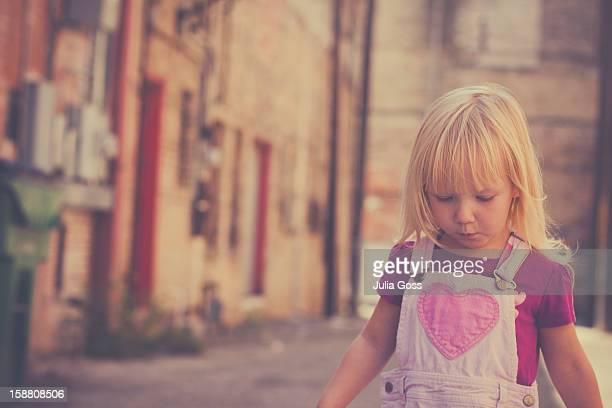 little girl in alley - julia taylor fotografías e imágenes de stock