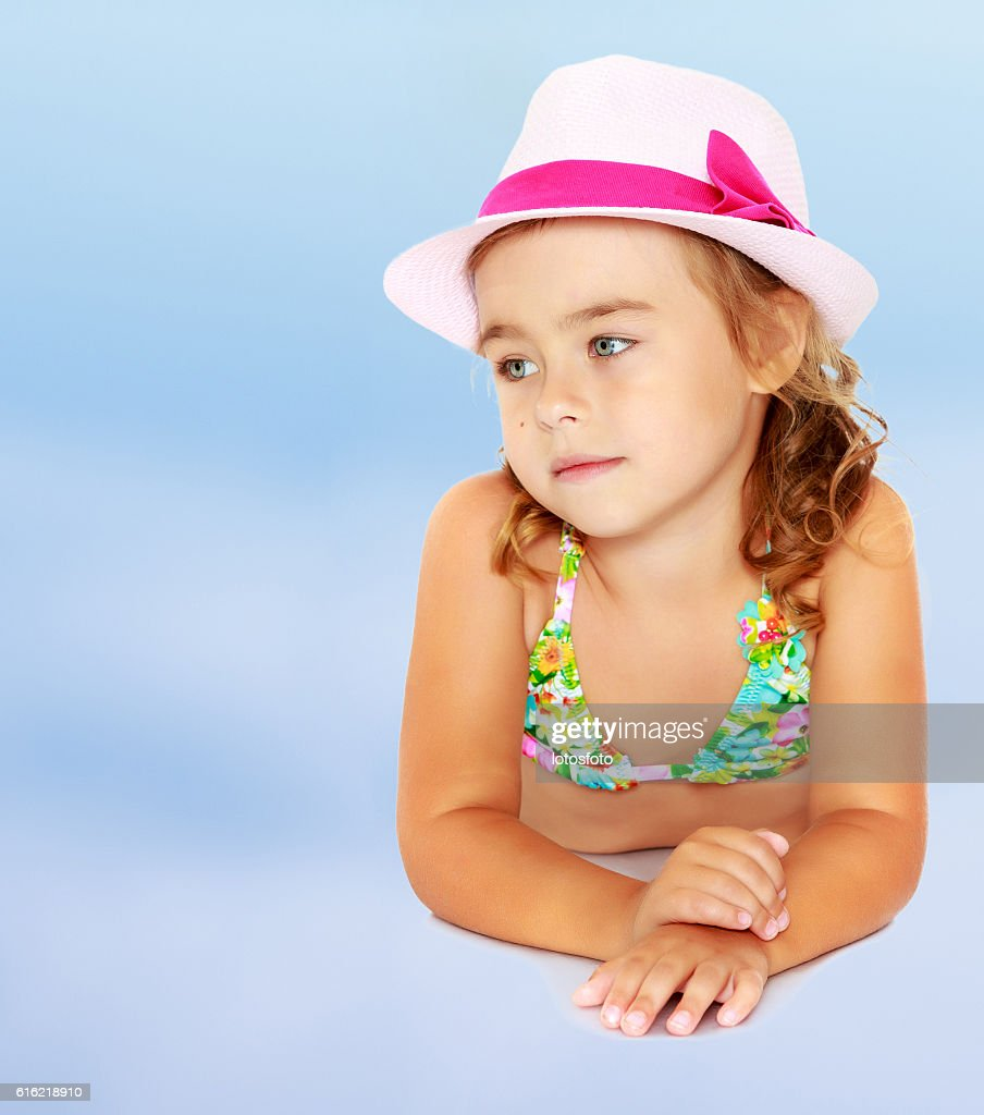 Little girl in swimsuit and hat. : Bildbanksbilder