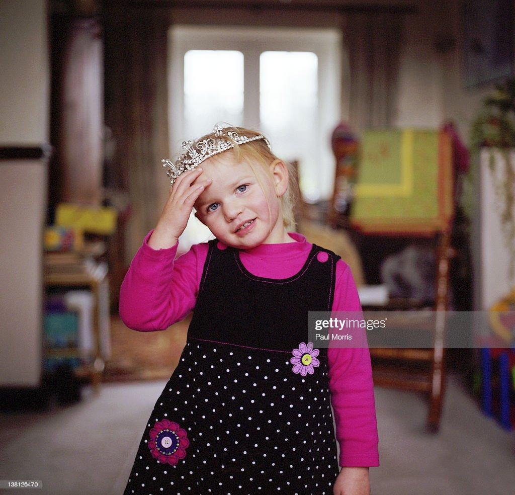 Little girl in tiara : Stock Photo