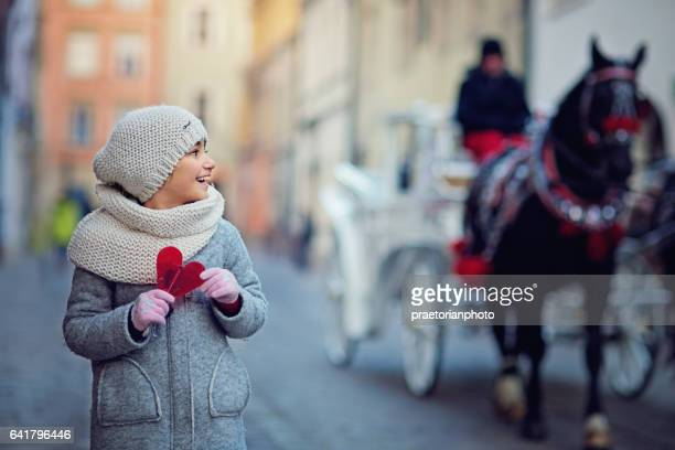 little girl is looking a horse carriage - carriage stock pictures, royalty-free photos & images