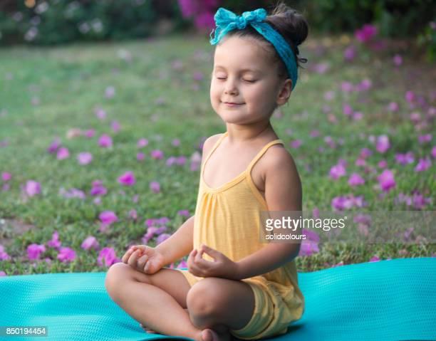 Meisje mediteren