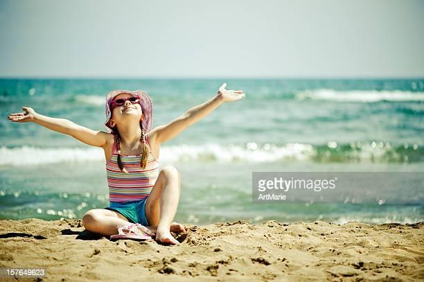 Little girl cerca del mar