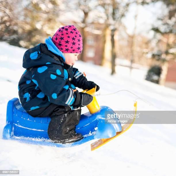 little girl on sleigh - bob frisur stock-fotos und bilder