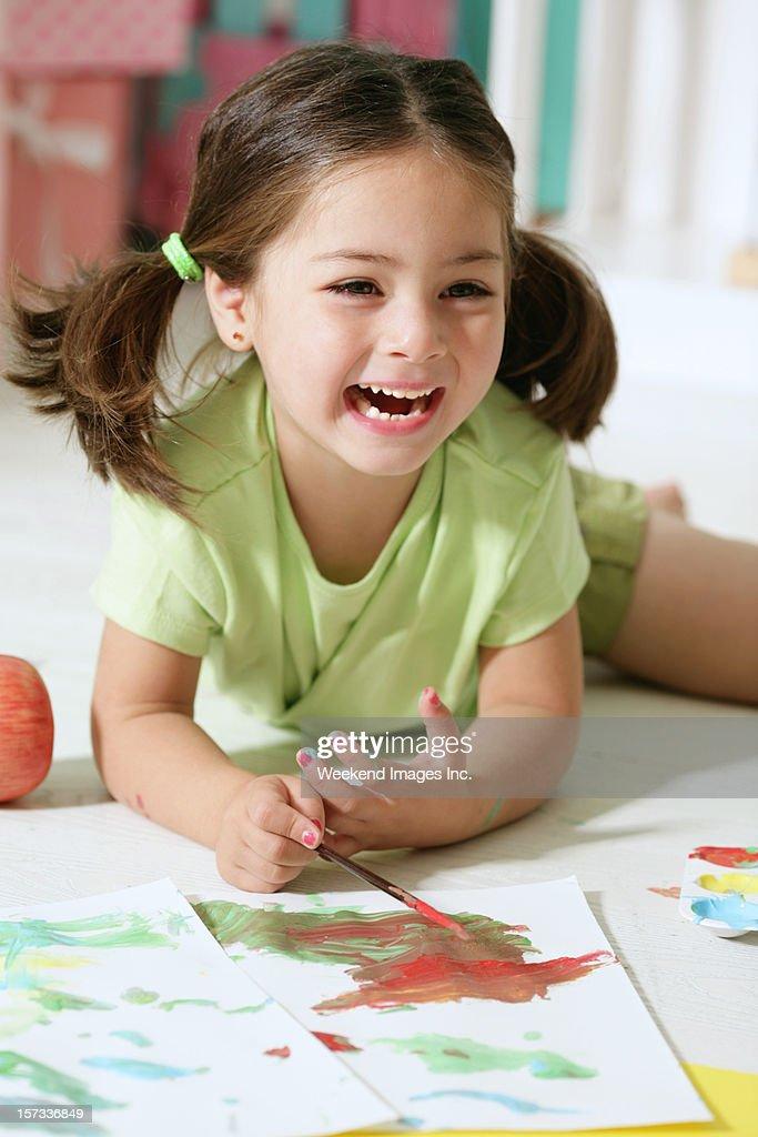 Kleines Mädchen Malerei : Stock-Foto