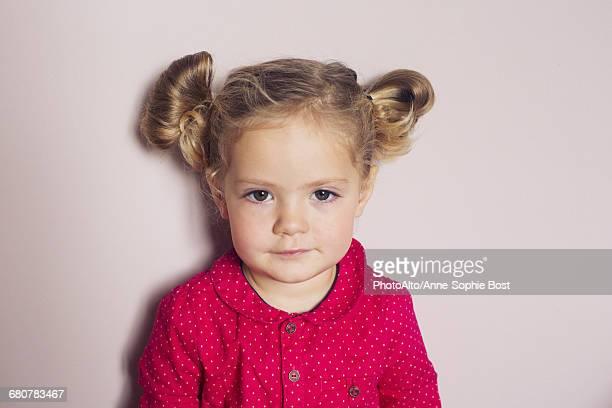 little girl, portrait - coiffure photos et images de collection