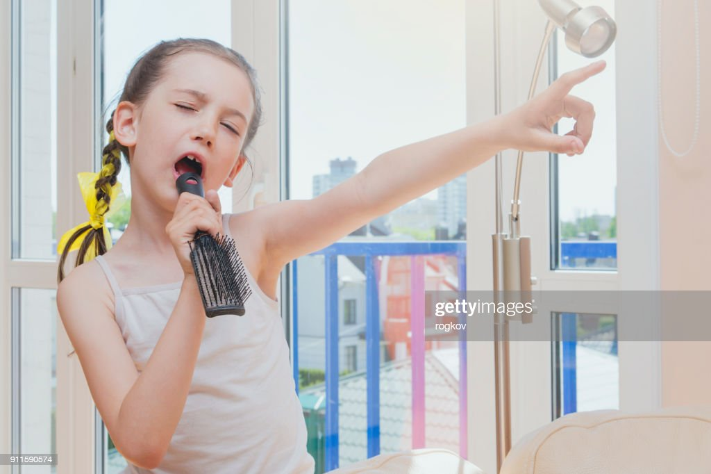 Little girl sings and dabbles : Stock Photo