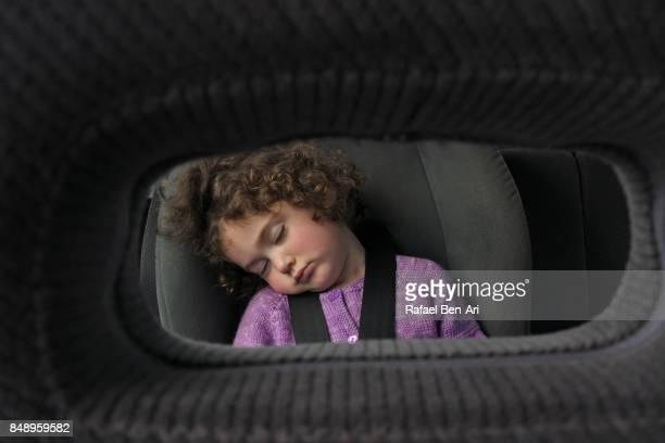 little girl sleeps in a car sit during a drive - rafael ben ari 個照片及圖片檔