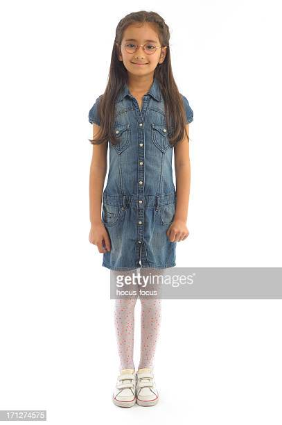 little girl standing - 6 7 jaar stockfoto's en -beelden