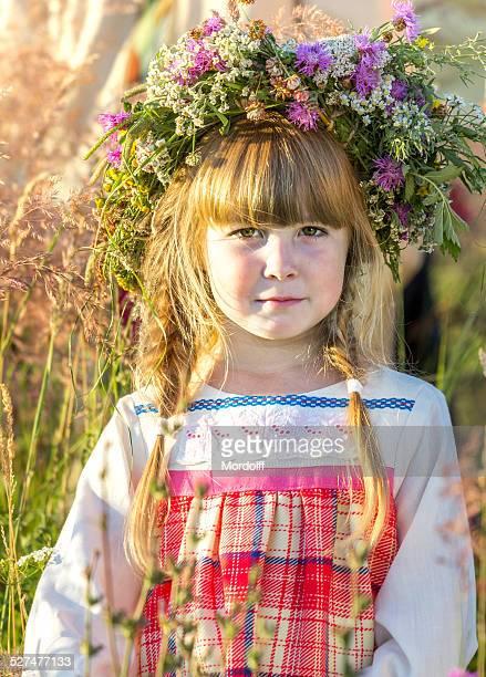 menina de verão - coroa enfeite para cabeça - fotografias e filmes do acervo