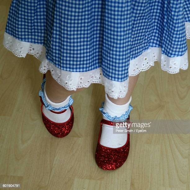 little girl wearing red shoes - 赤の靴 ストックフォトと画像
