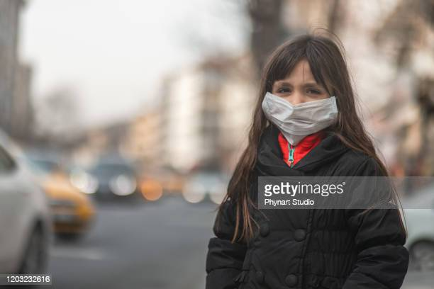 little girl wears n95 mask.prevent pm2.5 dust and smog . little girl is taking protection measures against viruses - scuba mask stock pictures, royalty-free photos & images