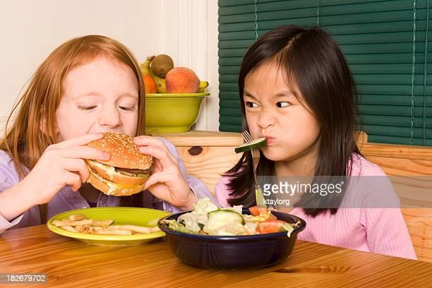 Kleines Mädchen will Sie hatten einen hamburger-Schnellgericht
