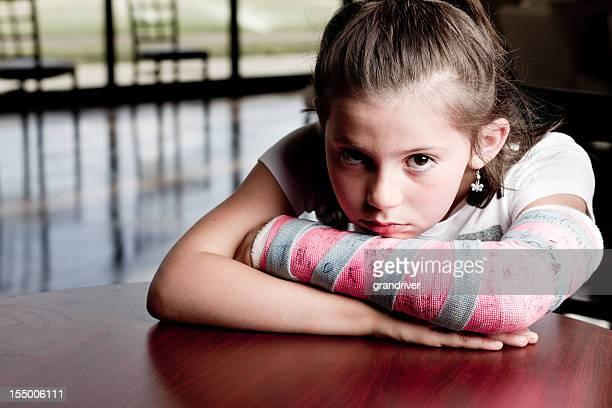 little girl with broken arm - cast colors for broken bones stock pictures, royalty-free photos & images