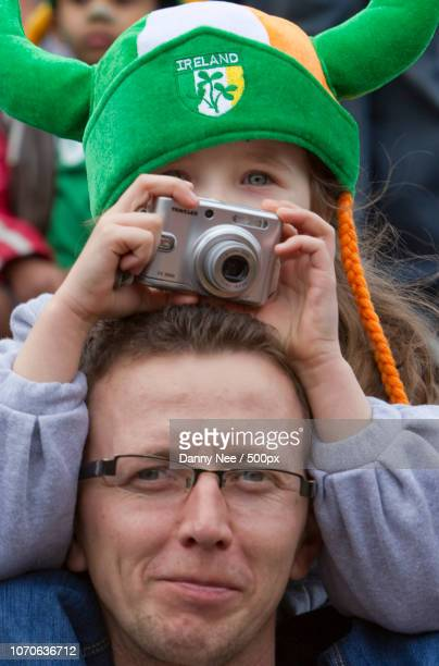 little girl with camera - nee nee stock photos and pictures