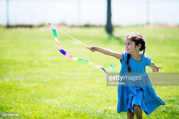 little girl with flag at park - blauwe jurk stockfoto's en -beelden