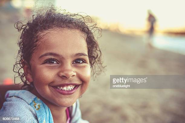little girl (4-5) with her toothy smile - onebluelight stock pictures, royalty-free photos & images