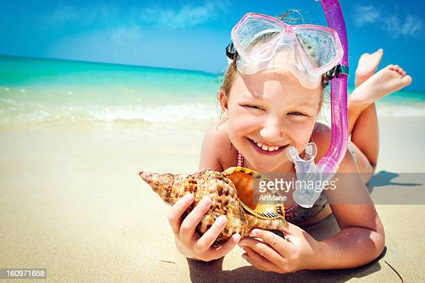 Little girl with the shell