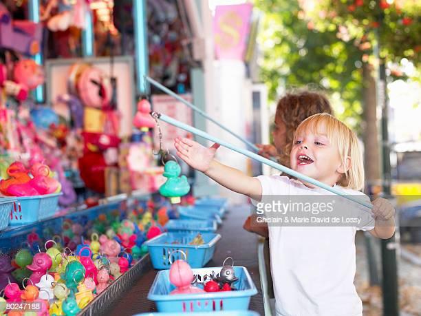 little girls at a fair. - canard photos et images de collection