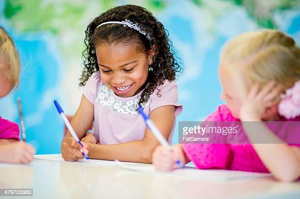 Kleines Mädchen in Krippe/Pre-School
