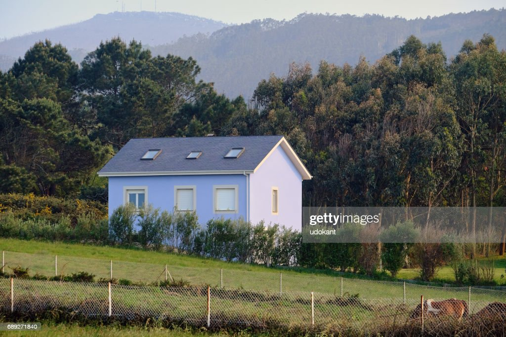 Little house in the countryside : Stock Photo