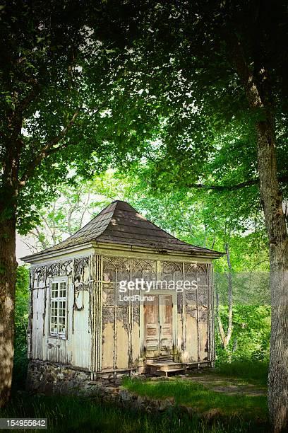 Kleines Haus in den Wald