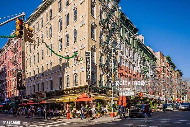 little italy, between hester and mulberry street - little italy new york foto e immagini stock