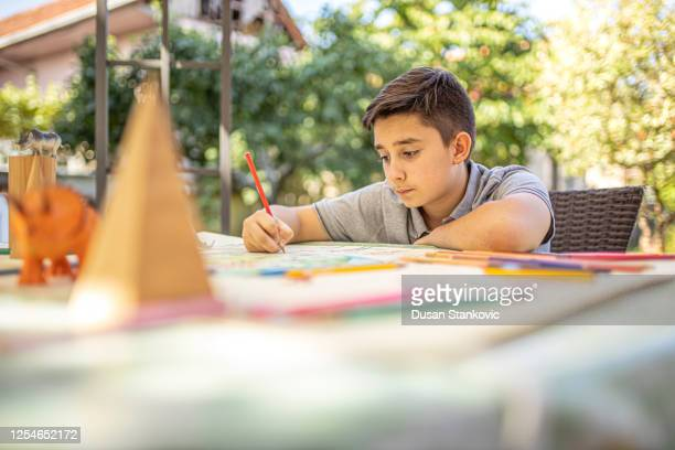 little kid drawing a coronavirus - dusan stankovic stock pictures, royalty-free photos & images
