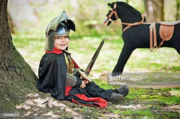 Little knight ruhen am tree