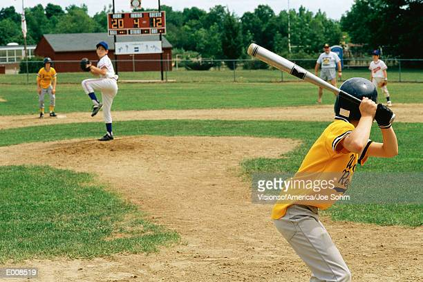 little league batter awaiting pitch - little league stock pictures, royalty-free photos & images