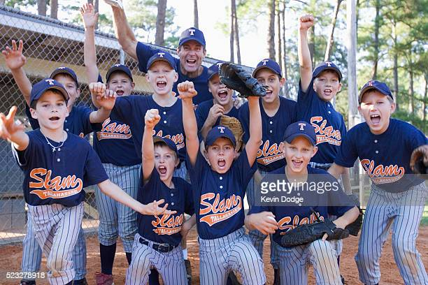 little league team cheering - baseball team stock pictures, royalty-free photos & images