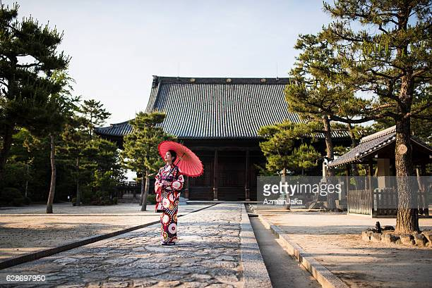 little miss geisha - kyoto prefecture stock pictures, royalty-free photos & images