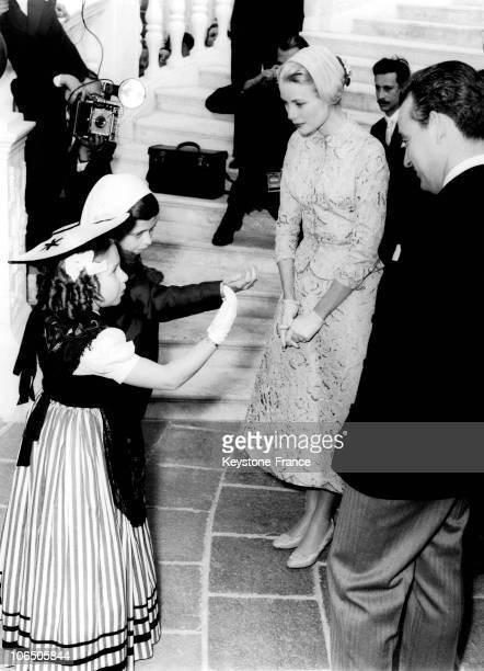 Little Monegasque Girl Bowing Down In Front Of Grace Kelly During The GardenParty At The Monaco Palace After their Civil Wedding With Rainier Iii On...